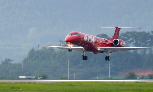 red embraer erj145 landing on runway in south korea